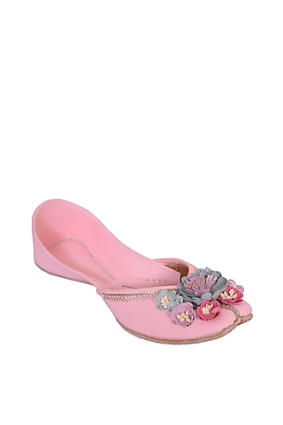 Blush Pink Floral Embroidered Juttis by 5 Elements