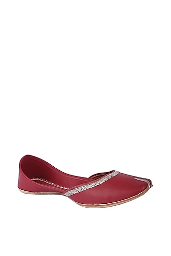 Maroon Faux Leather Juttis by 5 Elements