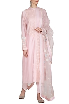 Light Pink Embroidered Kurta Set by 5X by Ajit Kumar