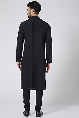 Black Embroidered Kurta Set by Abhishek Gupta Men