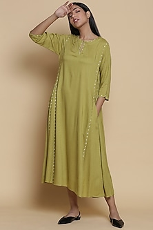 Green Kurta With Embroidery by Abraham & Thakore