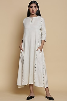 Ivory Kurta With Embroidered Dots by Abraham & Thakore