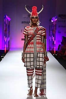 White and red geometric print kurta and pyjama pants set by Anupamaa Dayal