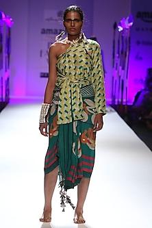 Bottle green, yellow and off white geometric print 3 sleeves shirt and sarong set by Anupamaa Dayal