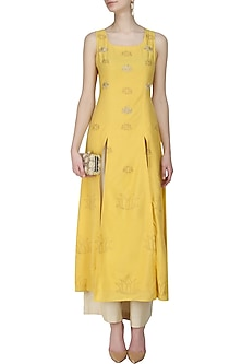 Mustard lotus kurta and beige pants set by Anshul Apoorva-The DramaQueens