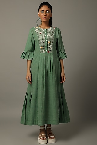 Green Thread Embroidered Tunic by AMITA GUPTA SUSTAINABLE