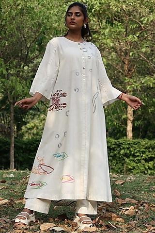 Ivory Thread Embroidered Tunic Set by Amita Gupta Sustainable
