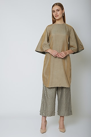 Grey Kurta With Ankle Looped Pants by Ahmev