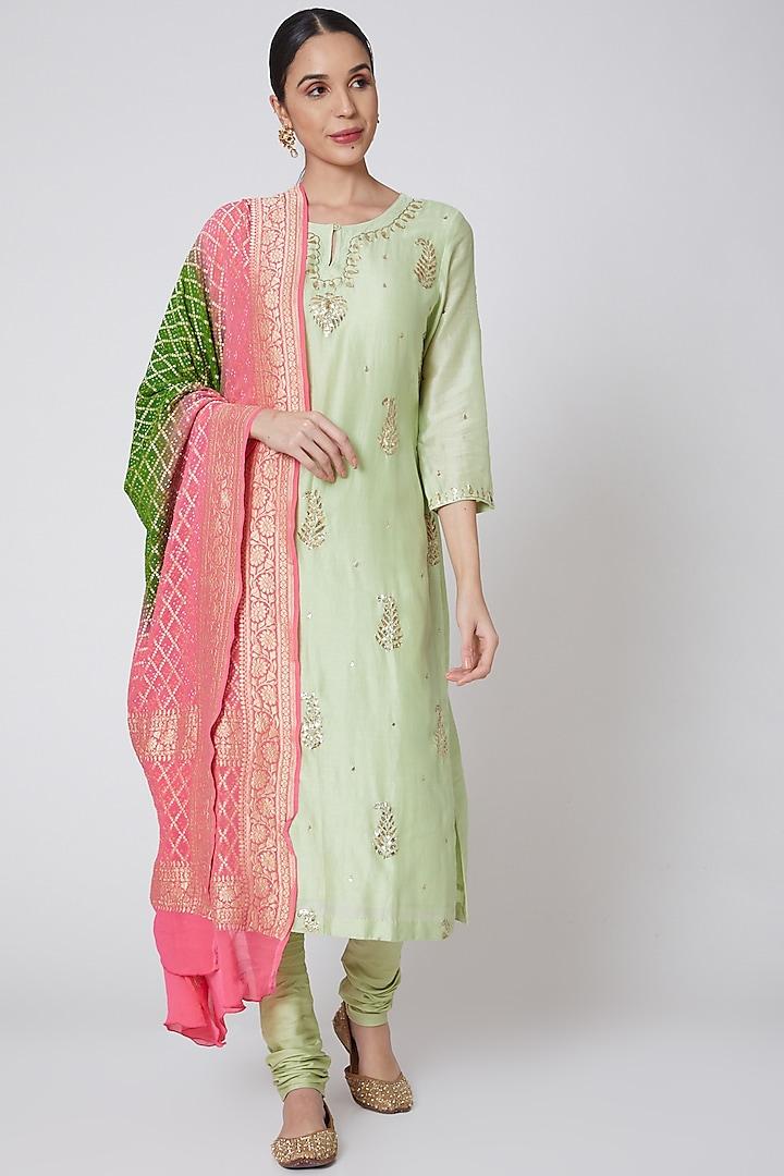 Olive Green & Pink Embroidered Kurta Set by Anshikaa Jain