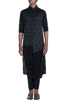 Black Embroidered Jacket With Kurta Set by Anju Agarwal