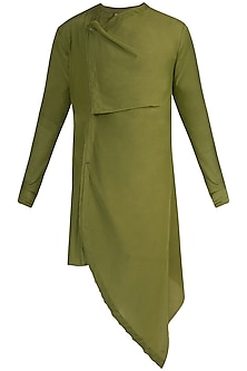 Olive Green Asymmetrical Kurta by Rishta By Arjun Saluja Men