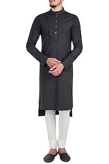 Grey Asymmetrical Kurta by Rishta By Arjun Saluja Men