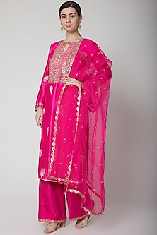Fuchsia Banarasi Embroidered Kurta Set by Avnni Kapur