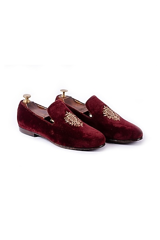 Maroon Zari Embroidered Shoes by ARTIMEN