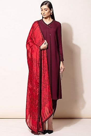 Burgundy Embroidered Kurta Set by AM:PM