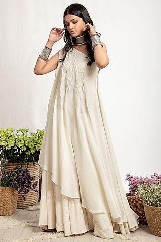 Ivory Embroidered Skirt Set With Kaftan by Amrita Thakur