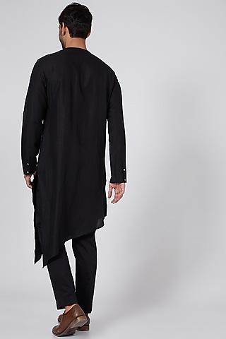 Black Asymmetric Kurta With Zipper by Antar Agni Men