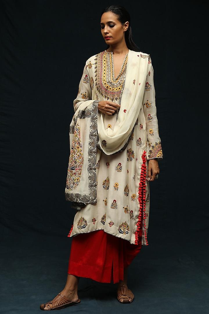 Ivory Chanderi Kurta Set by Anamika Khanna