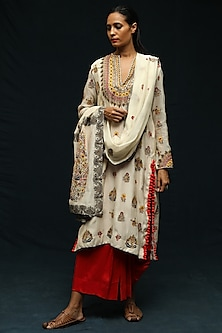 Ivory Chanderi Kurta Set by Anamika Khanna