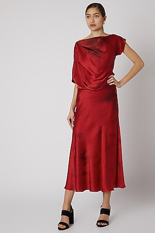 Red & Black Tie-Dye Top by Aroka