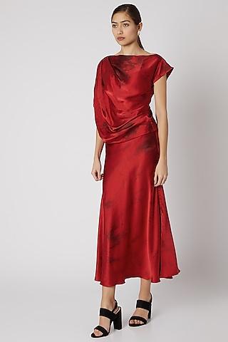 Red & Black Tie-Dye Skirt With Belt by Aroka