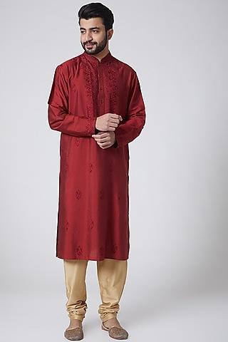 RedEmbroidered Kurta by Anurav