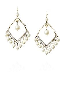 Gold finish kundan and pearl fish hook earrings by Art Karat