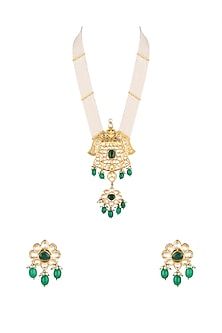 Gold Finish Kundan & Pearl Necklace Set by Auraa Trends