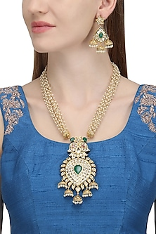 Gold Plated Kundan Necklace Set by Auraa Trends