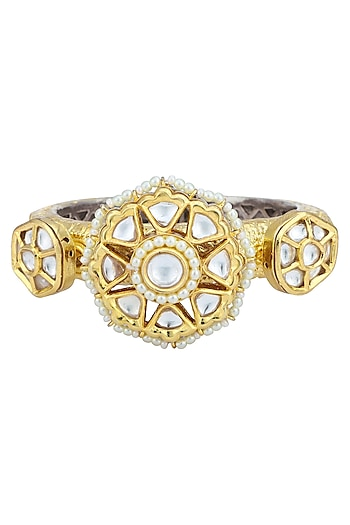 Gold Plated Kundan and Round Pearl Motifs Bracelet by Auraa Trends