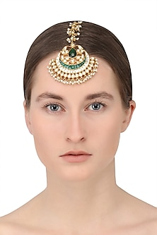 Gold finish kundan stone leaf motif maang tikka by Auraa Trends