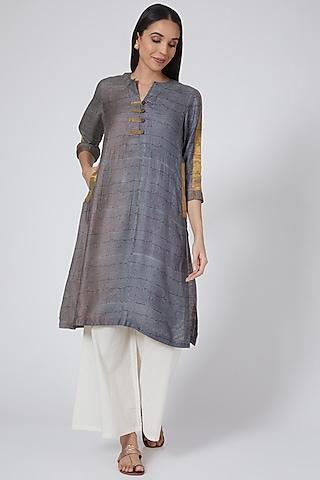Grey Kurta With Print by Avni Bhuva