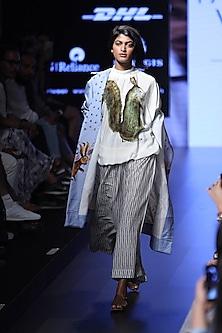 Blue stars and rabits printed trench coat by Aartivijay Gupta