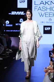 White birds and bunny print front open robe by Aartivijay Gupta