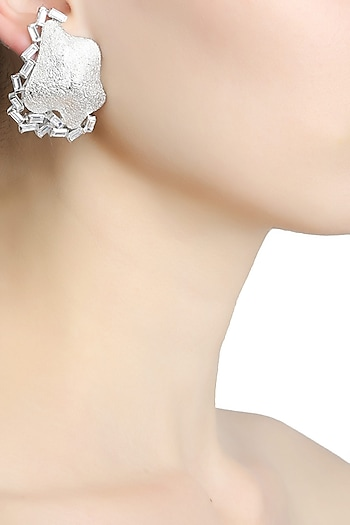 Rhodium plated textured statement earrings by Bansri