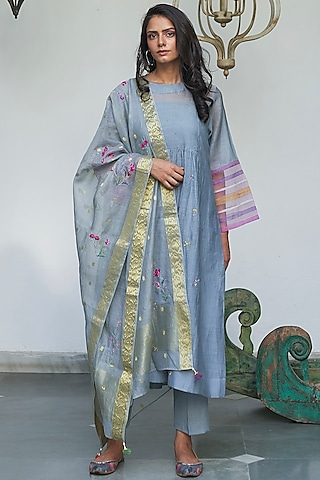 Grey Embroidered Kurta Set by Begum Pret