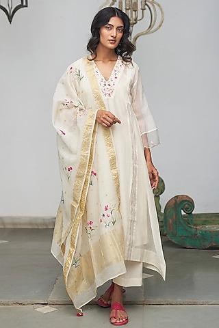 White Machine Embroidered Kurta Set by Begum Pret