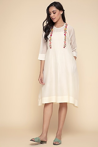 White Embroidered Kurta With Slip by Begum Pret