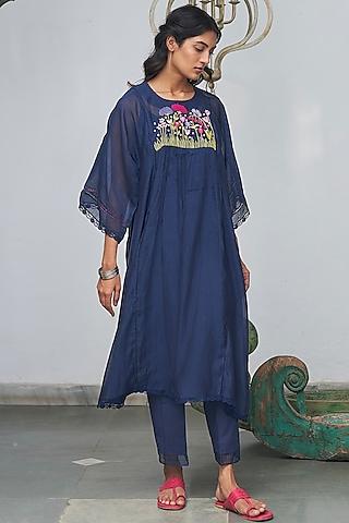 Midnight Blue Machine Embroidered Kurta Set by Begum Pret