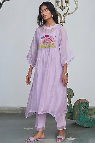 Pastel Lilac Hand Embellished Kurta Set by Begum Pret