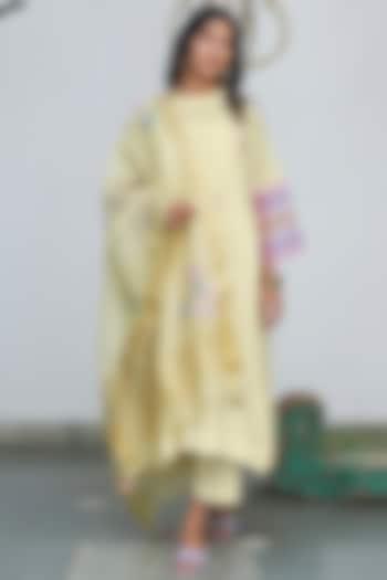 Lemon Embroidered Kurta Set by Begum Pret
