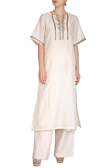 White Embroidered Kurta by Breathe By Aakanksha Singh