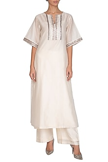 Off White Embroidered Kurta With Pants by Breathe By Aakanksha Singh