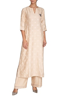 Off White Embellished Kurta With Pants by Breathe By Aakanksha Singh