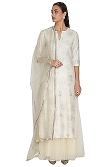 Off White Embroidered Kurta Set by Breathe By Aakanksha Singh