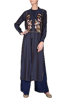 Blue embroidered kurta with pants by Breathe By Aakanksha Singh