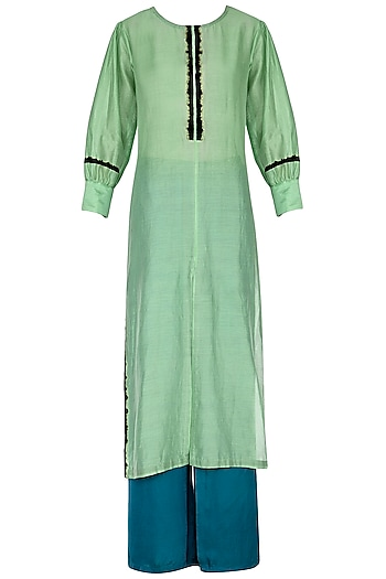 Green embroidered kurta set by Breathe By Aakanksha Singh