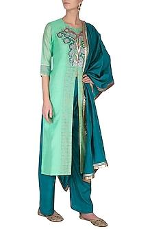 Green embroidered kurta set by Breathe By Aakanksha Singh