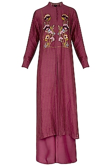 Maroon embroidered kurta with pants by Breathe By Aakanksha Singh