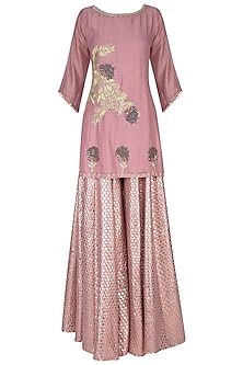 Pink embroidered kurta set by Breathe By Aakanksha Singh